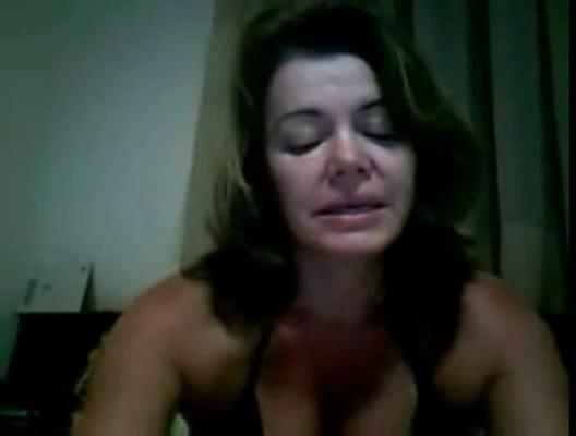 Coroa muito tesuda liberou tdudo na webcam