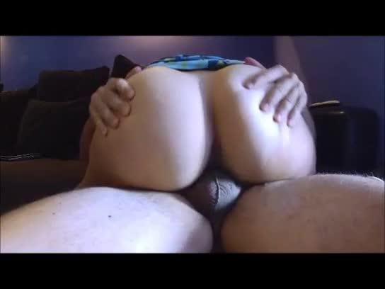 Peludinha de cu grande sentando gostoso na verga