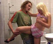 Fodendo com o Irmão no Banheiro