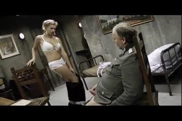 Loira sensual dando para um velho casado sem vergonha