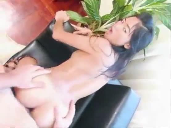 Asiatica gosta de ser tratada como putinha no sexo