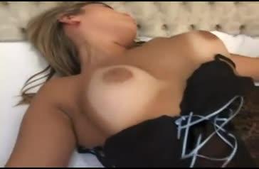 Loira brasileira taradinha gosta de foder no cu